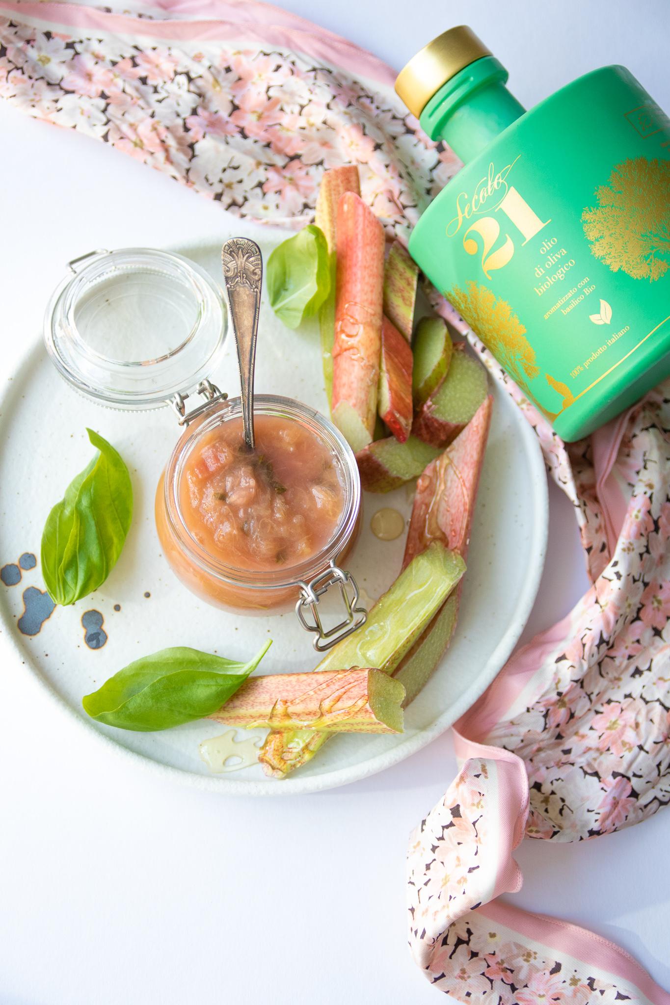 Rabarbra syltetøy med basilikum extra virgin olivenolje